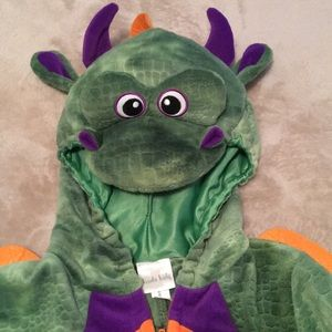 Dragon suit. SIZE 3T. New condition.
